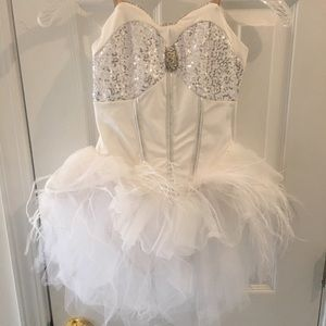 Girls dance 8-12. White feather. NWT